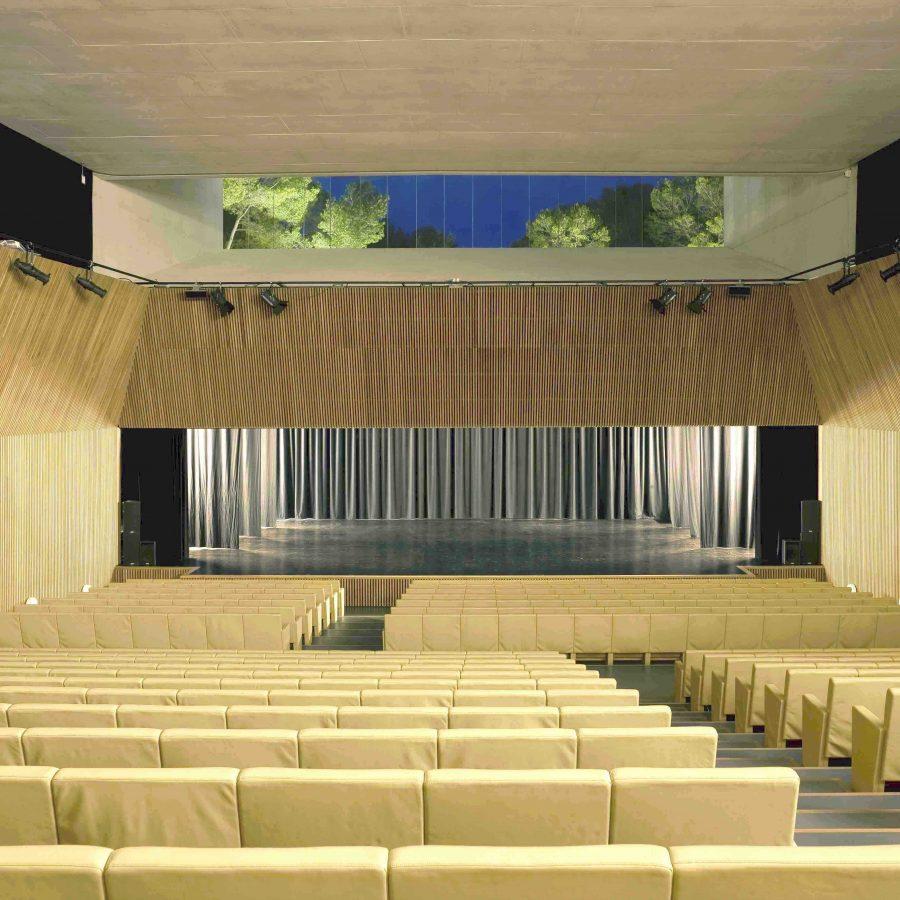 Auditorium frontal sea view